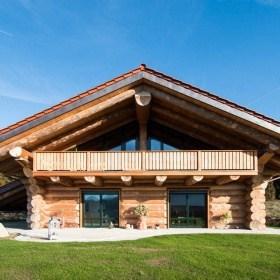 Naturstamm-Blockhaus in Bad Kötzingen fertiggestellt