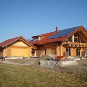 Naturstammhaus Neubauobjekt in Owingenmit Naturstamm-Garage