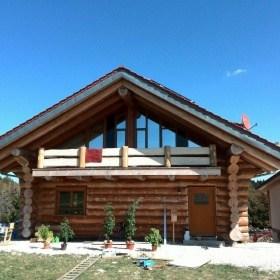 Naturstamm Holzhaus