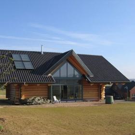 Modernes Naturstamm Blockhaus in Wiesbaden