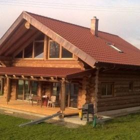 Naturstammhaus mit Veranda