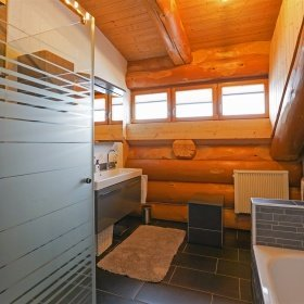 Innenausbau im Blockhaus - Modernes Bad