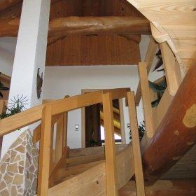 Innenausbau im Naturstammhaus / Blockhaus