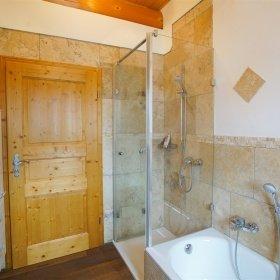 Innenausbau im Naturstammhauss - Modernes Bad