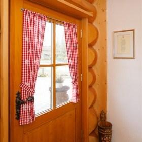 Innenausbau im Naturstammhauss - Haustüre